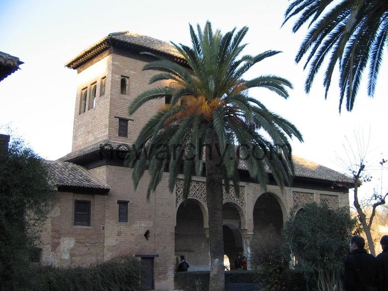 800px-Building_in_Alhambra,_Granada,_Spain_2005